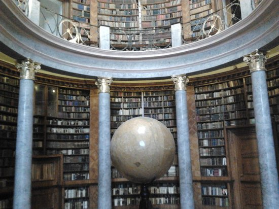 Pannonhalma Abbey : Library