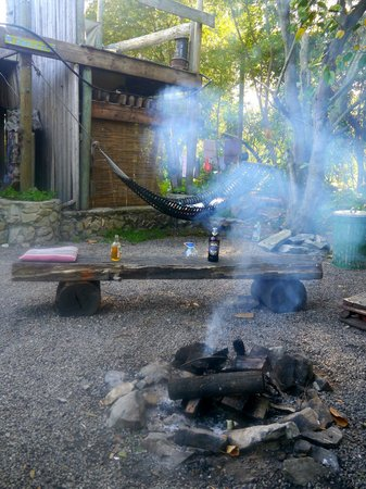 Dijembe Backpackers Hostel: Daily campfire