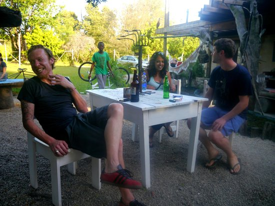 Dijembe Backpackers Hostel: outdoor dining