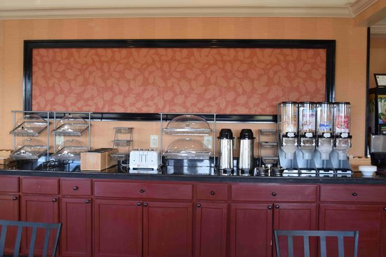 Anchorage Inns & Suites: Breakfast area