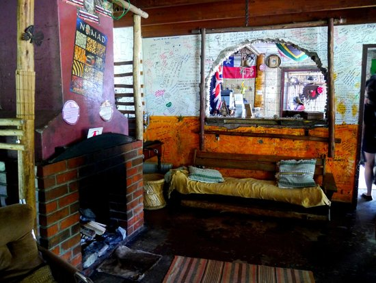 Dijembe Backpackers Hostel: Fire and sofas