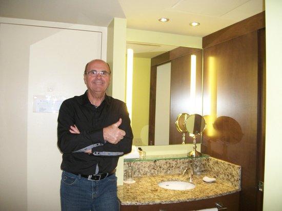 Hotel & Suites Normandin Quebec: monsieur tripadvisor