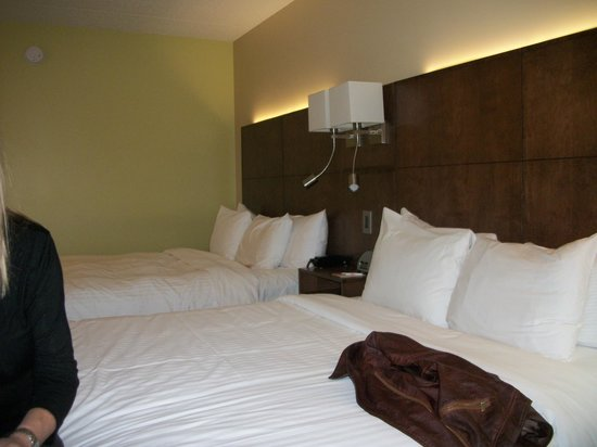 Hotel & Suites Normandin Quebec: lits queen très confortables