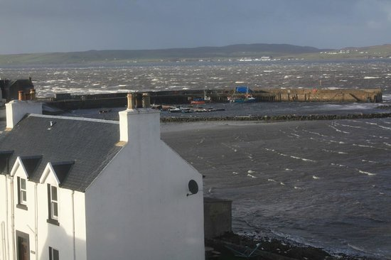 The Bowmore House: A stormy harbour-view