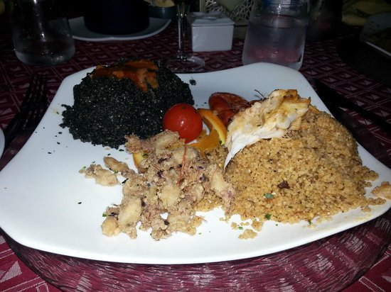 Profumi di Cous Cous : doppio cous cous: nero di seppia con ricci di mare e pesce misto con fritto