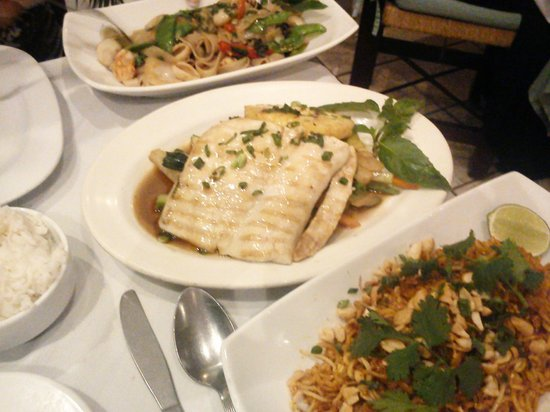 Archie's Wok : Drunken noodles, Fish with pineaple & Thai pasta