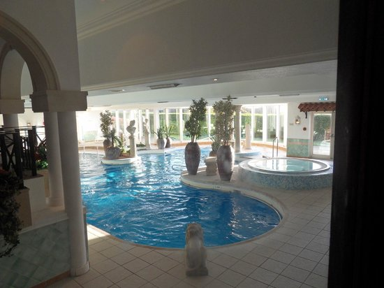 Hallmark Hotel Derby Mickleover Court : beautiful poolside area and jacuzi
