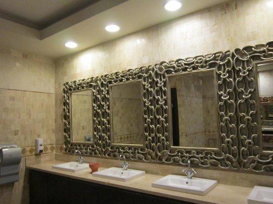 Majestic Elegance Punta Cana: Lobby Bathroom