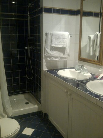 Hotel Glasgow Monceau : Salle de bain avec WC