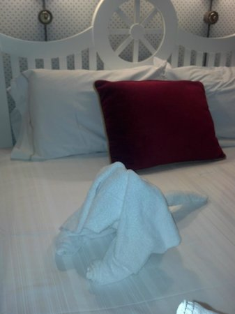 Disney's Yacht Club Resort: Towel Characters Bring Cheer