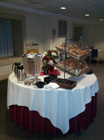 The Boston Common Hotel and Conference Center : breakfast area 4