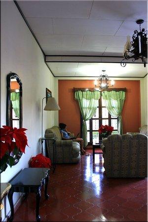 Hotel Acropolis Maya: lobby