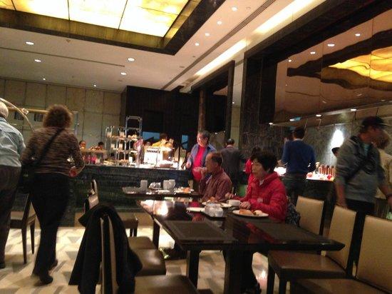 Doubletree by Hilton Beijing: Breakfast area