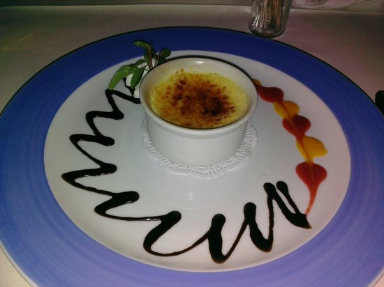 Gabor Restaurant: Creme caramel with chocolate drizzle and a fruit drizzle. Cold rather than room temperature