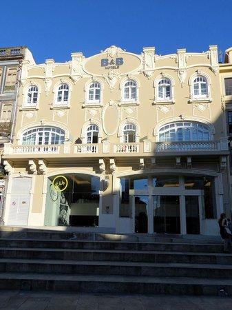 Moov Hotel Porto Centro: Facciata dell'albergo