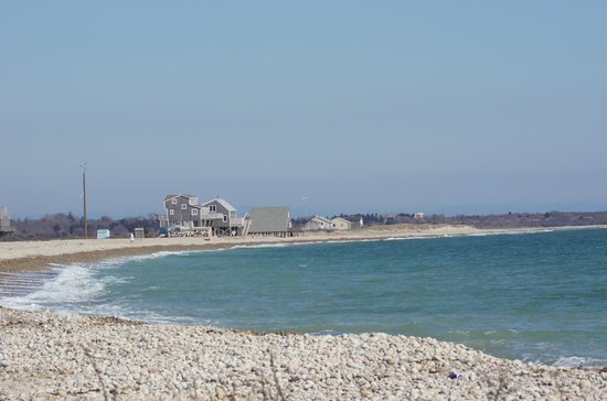 Allens Pond Wildlife Sanctuary : Looking toward some of the beach houses