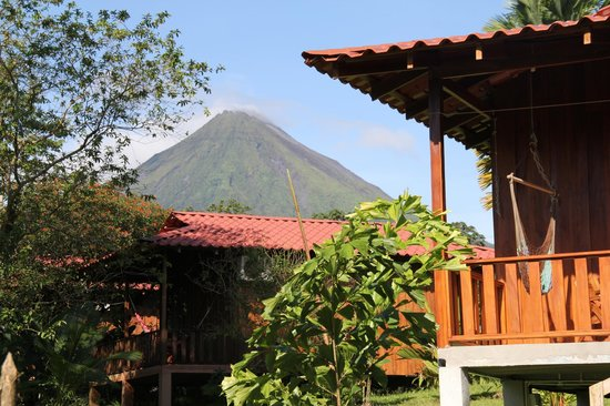 Hotel Rancho Cerro Azul: View to the arenal Volcano