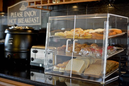 Best Western Inn: muffins bagels bread biscuits and locally made Danish