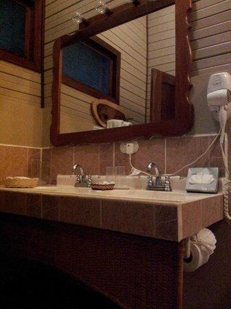 Tortuga Lodge & Gardens: baño
