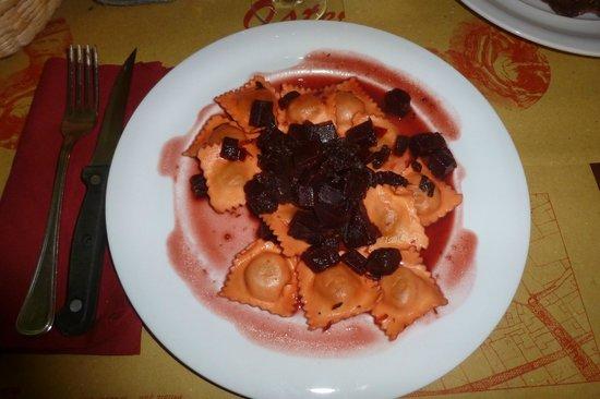 Osteria Garibaldi: Tortelli d'oca con sugo di rape rosse
