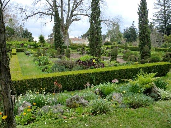 Palheiro Gardens : well kept grounds