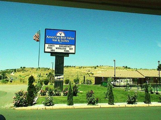 Americas Best Value Inn & Suites- Klamath Falls : Motel Sign