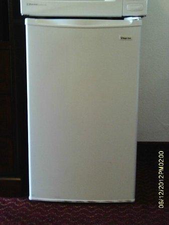 Americas Best Value Inn & Suites- Klamath Falls : Refrigerator