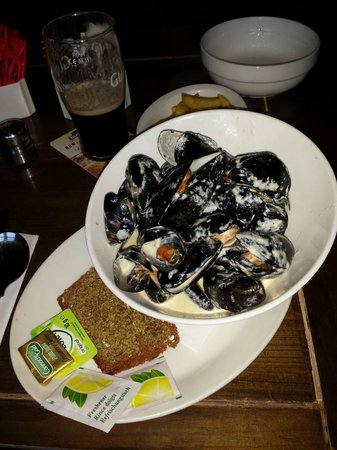 Olde Castle Bar: Muscles with White Wine & Garlic
