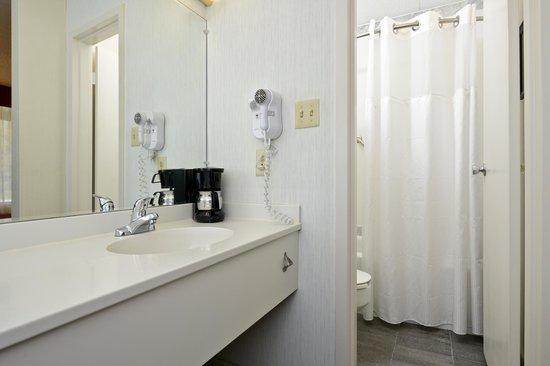 Best Western Inn: guestroom bathroom