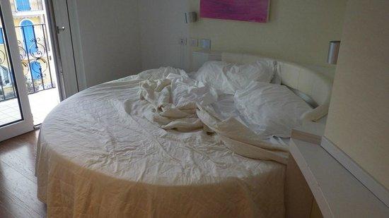 Life Hotel: letto tondo