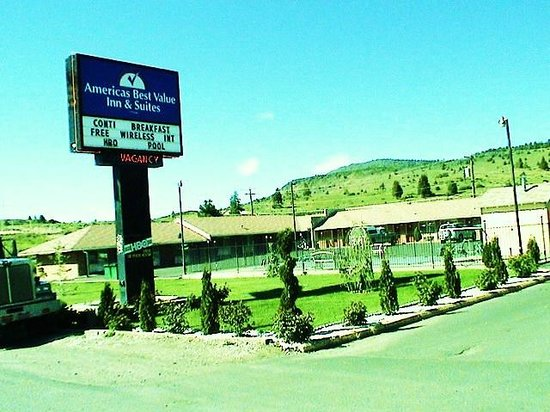 Americas Best Value Inn & Suites- Klamath Falls: Motel Sign