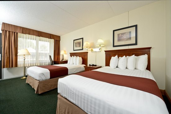 Best Western Inn: 2 double beds and large window