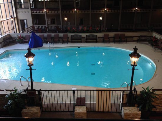 Clarion Hotel Conference Center Louisville North: heated indoor pool