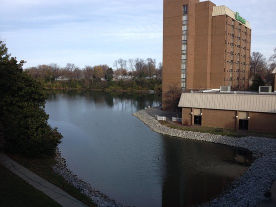 Clarion Hotel Conference Center Louisville North: View of lake from balcony
