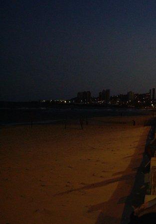 Marina Travel Praia Hotel: praia em frente ao hotel