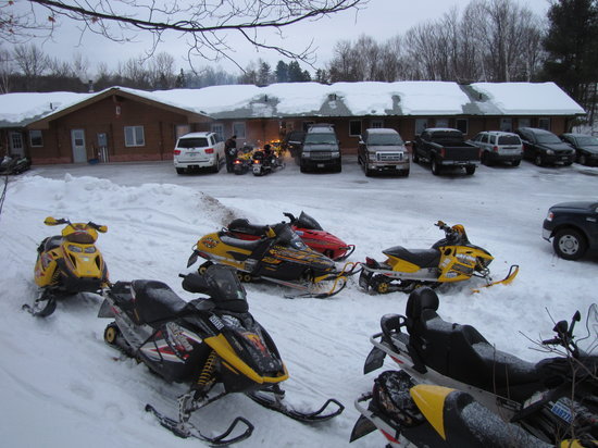 Quiet Bay Log Motel and Bed & Breakfast: Snowmobiling