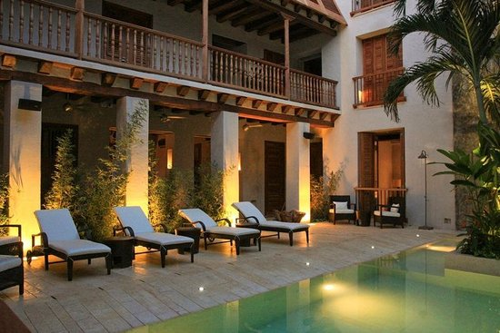 Ananda Hotel Boutique : Piscina