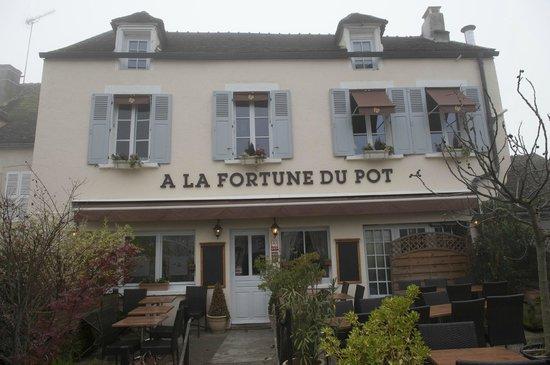 """A La Fortune Du Pot : Exterior of """"À La Fortune Du Pot"""" on a dreary November Day!"""