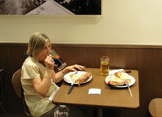 Pizzeria Spontini : Observen el tamaño de las porciones...