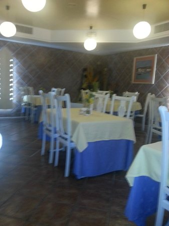 Hotel Villa de Laredo: The small but adequate dining room