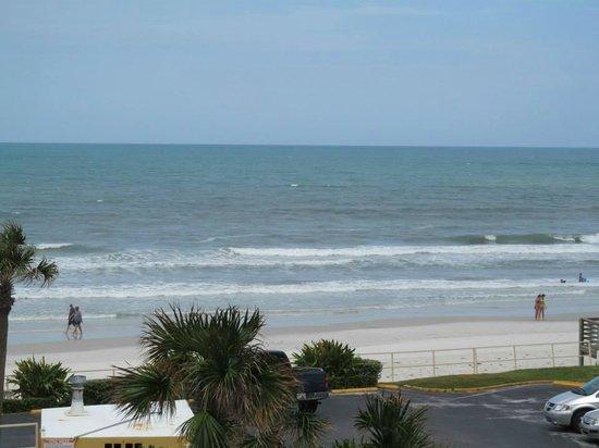 Lexington Inn & Suites: Beach.
