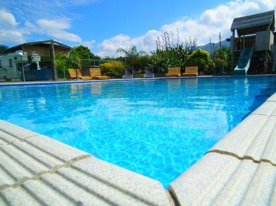 Coromandel TOP 10 Holiday Park: Heated Swimming Pool