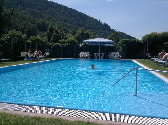 Hotel Restaurant Der Rierhof : La piscina scoperta.....
