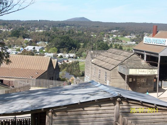 Sovereign Hill: Looking towards Mt Warrenheip