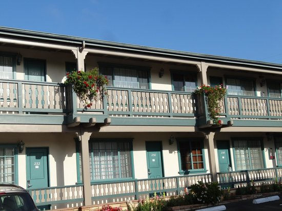 Best Western Plus Encina Lodge & Suites: Une vue de l'hôtel.