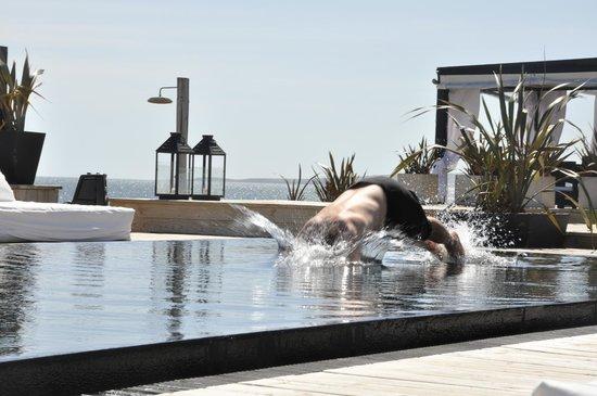 Serena Hotel Punta del Este : Pileta EN la playa. Ideal!