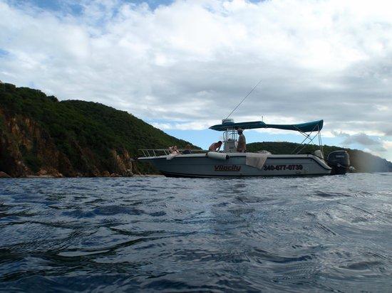 Vilocity Boat Rentals : Stop at the Caves