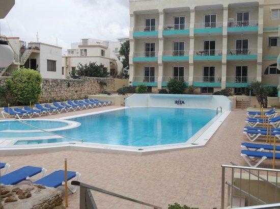 Club Riza Aparthotel: pool