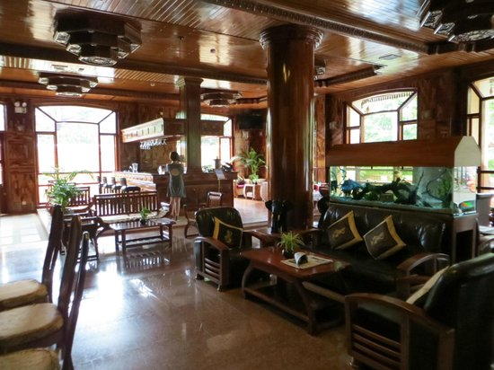 Angkor Sayana Hotel & Spa: The loby and bar