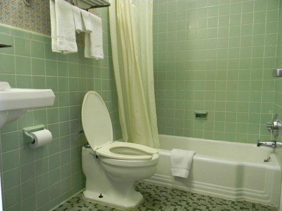 Fairfax Motel : Clean Bath room ........